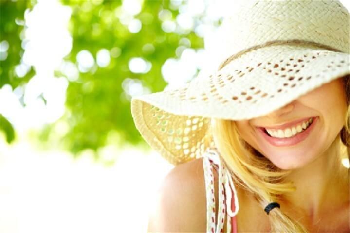 Sử dụng các sản phẩm hấp thụ tia cực tím để bảo vệ da
